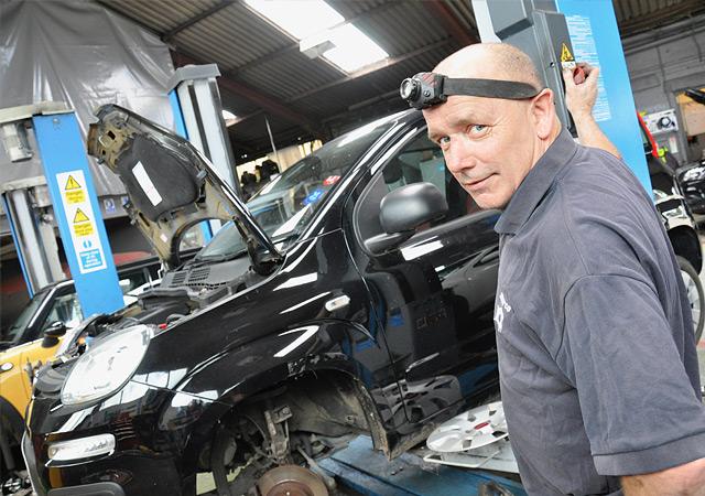 Wells Garage Ringwood Tony Hemmings
